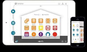 TaHoma Haussteuerungsprogramm auf dem Handy und auf einem Tablet PC.